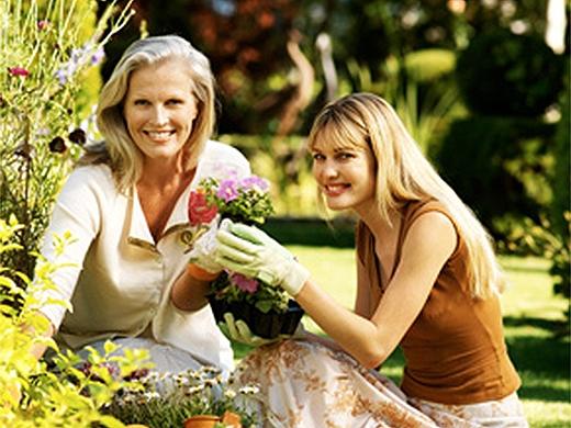 Mujeres en jardín