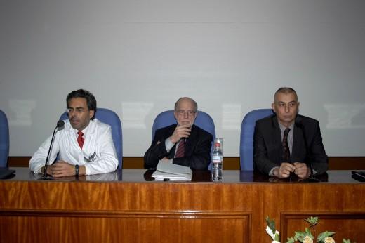 Mesa de presentación de la conferencia del Profesor Diego Gracia