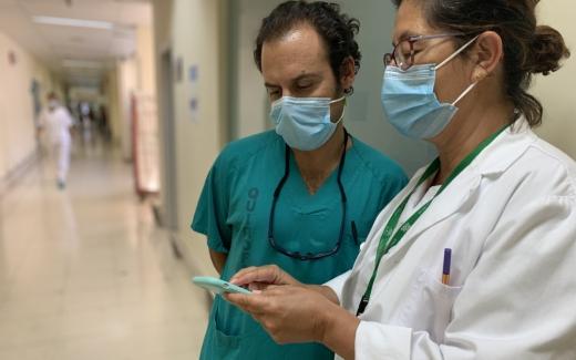 El Hospital Virgen de la Victoria informa a sus profesionales vía SMS
