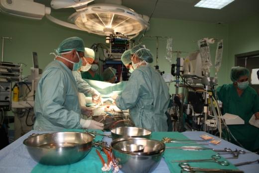 Profesionales de la Unidad del Corazón en el quirófano de Cirugía Cardiaca