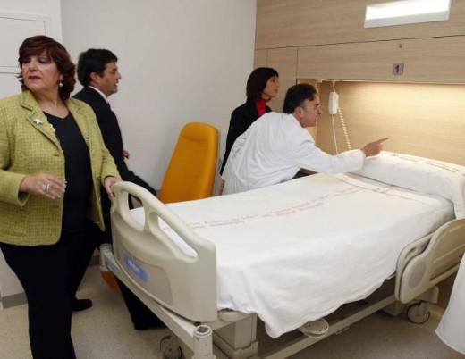 Las delegadas María Gámez y María Antigua Escalera en la inauguración