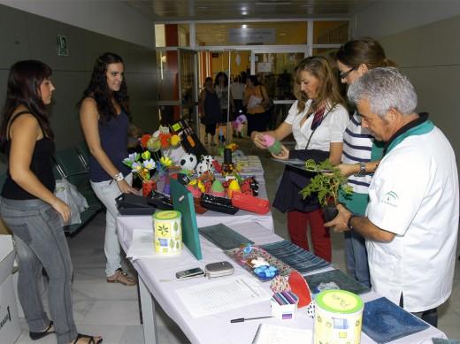 Exposición y venta de productos elaborados por los pacientes de la unidad
