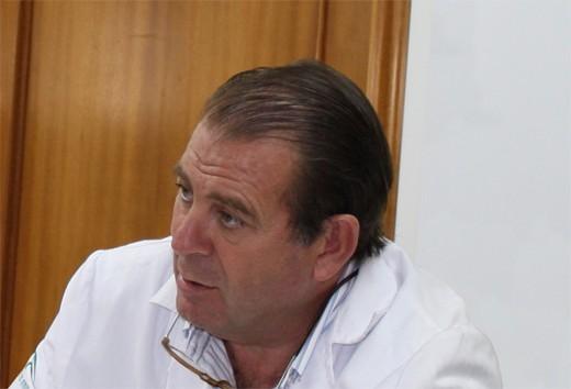 Enrique Herrera Ceballos es jefe de servicio de Dermatología
