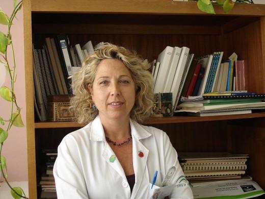 La doctora Elvira Montañez Heredia, especialista en la Unidad de Rodilla