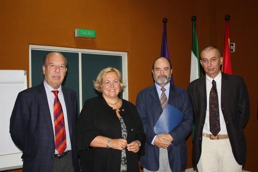 La doctora Badimon junto a los doctores González Santos, de Teresa y Estebaranz