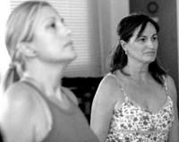 Dolores Postigo (derecha) sufre esta enfermedad desde hace ya veinte años