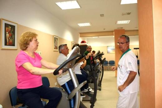 Pacientes en el gimnasio de rehabilitación
