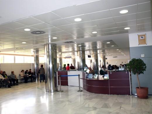 Entrada principal del Hospital Universitario Virgen de la Victoria