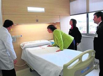 La delegada del Gobierno andaluz (derecha) y la de Salud
