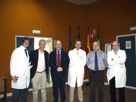 Josep Comín, junto al director Gerente, Tomás Urda, y profesionales