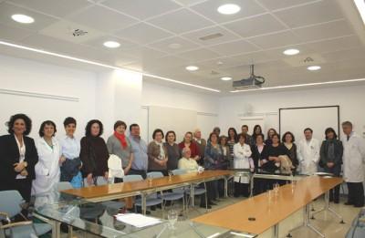 Profesionales y pacientes durante el encuentro celebrado en el Hospital