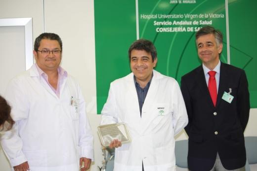 La dirección del centro junto al investigador han presentado el premio nacional