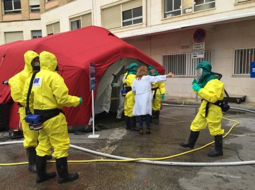 Simulacro en el Hospital Regional de Málaga de una catástrofe por agentes NBQR