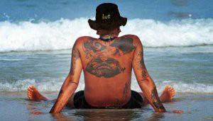 Una persona recién tatuada