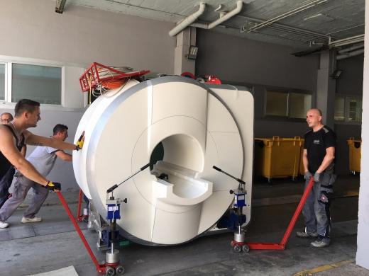 Traslado de la nueva Resonancia Magnética