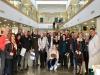 Pacientes de cirugía cardiaca y sus familias visitan el hospital