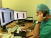 Profesional contacta con pacientes para atención prequirúrgica