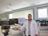 Doctor Alfredo Enguix Armada en el Laboratorio