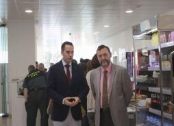 Doctor José Luis Doña Díaz y Daniel Pérez, delegado de Igualdad, Salud y Polític